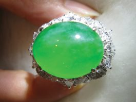 Figure 2. Fine jadeite ring. Photo: Kehan Li.
